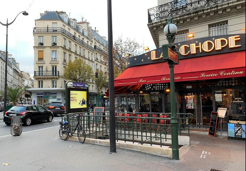 Метро (Guy Môquet, Paris) – вход на станцию