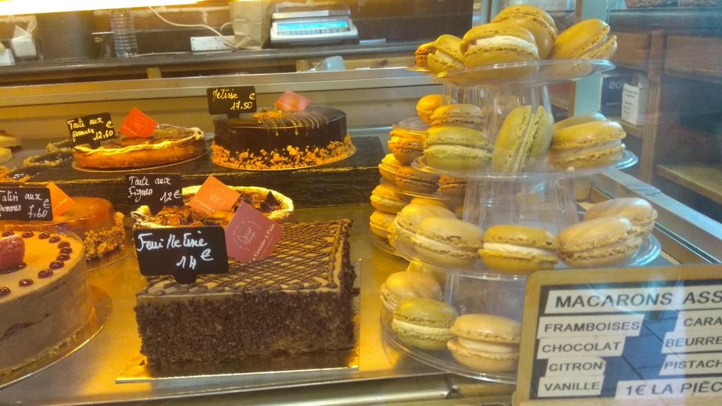 Витрина пекарни Le Grenier à Pain Монмартр (Париж)