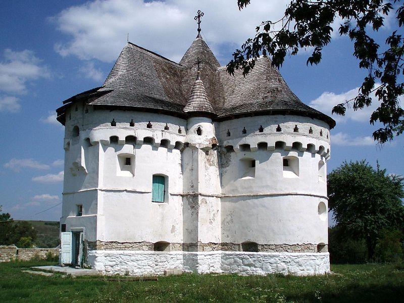 Покровская церковь-замок, Сутковцы (на Хмельнитчине)