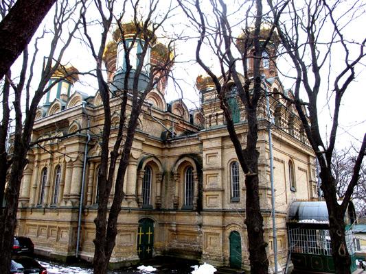 Церковь Покрова Пресвятой Богородицы — действующий православный храм в Киеве, на Приорке